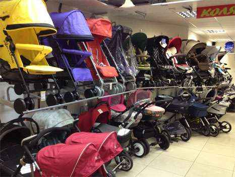 Витрина магазина детских колясок